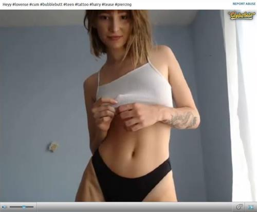 Seductive webcam babe stripping on Chaturbate.com