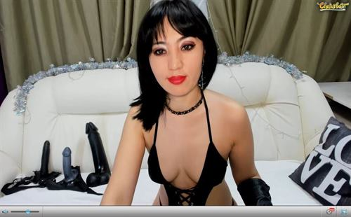 A naughty fetish cam babe shows off her toys on Chaturbate.com