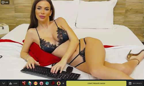 Bedroom seductress sex chatting on her webcam channel